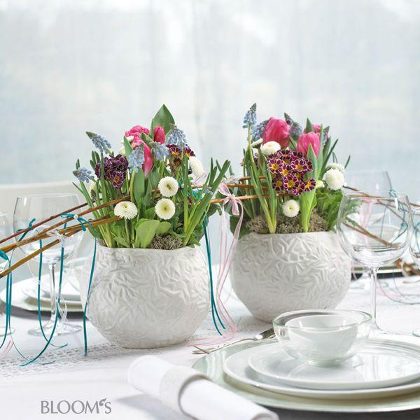 Tischdeko fr hling gef duo mit muscari tulpen primeln und schleifchenbogen ostern - Tischdekoration naturmaterialien ...