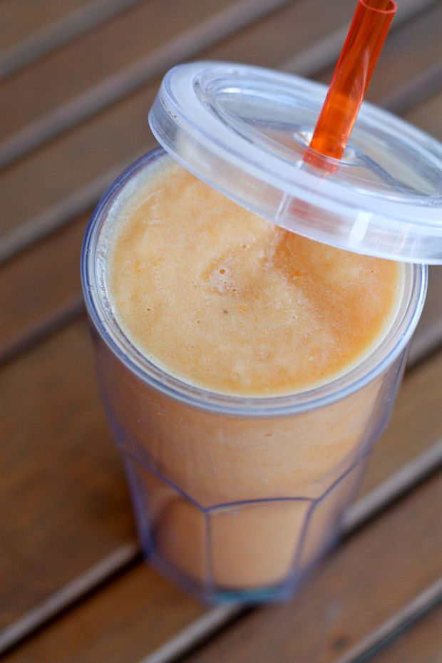 Refreshing Cantaloupe Smoothie  1 clementine or small orange, cut into segments or chunks 1/4 cantaloupe, cut into chunks 1/2 frozen banana 6 ice cubes