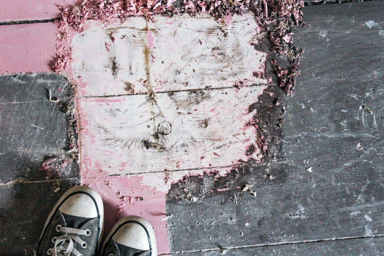 Don's Room Progress - So entfernen Sie Farbe von Holzböden - zu Hause bei Ashley#ashley #bei #dons #entfernen #farbe #hause #holzböden #progress #room #sie #von