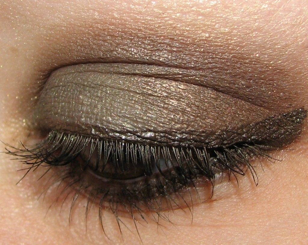 Revlon Adventurous Eye Shadow Palette... click through to see 70 Revlon products swatched and used! #AllureBBA @blushingnoir @Allure_magazine @All