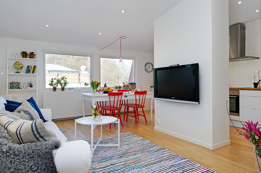 Tiny Wall In Middle Gives Extra Space For Kitchen And Minimal Separation Between Living Room It Also Creates A Dining Section