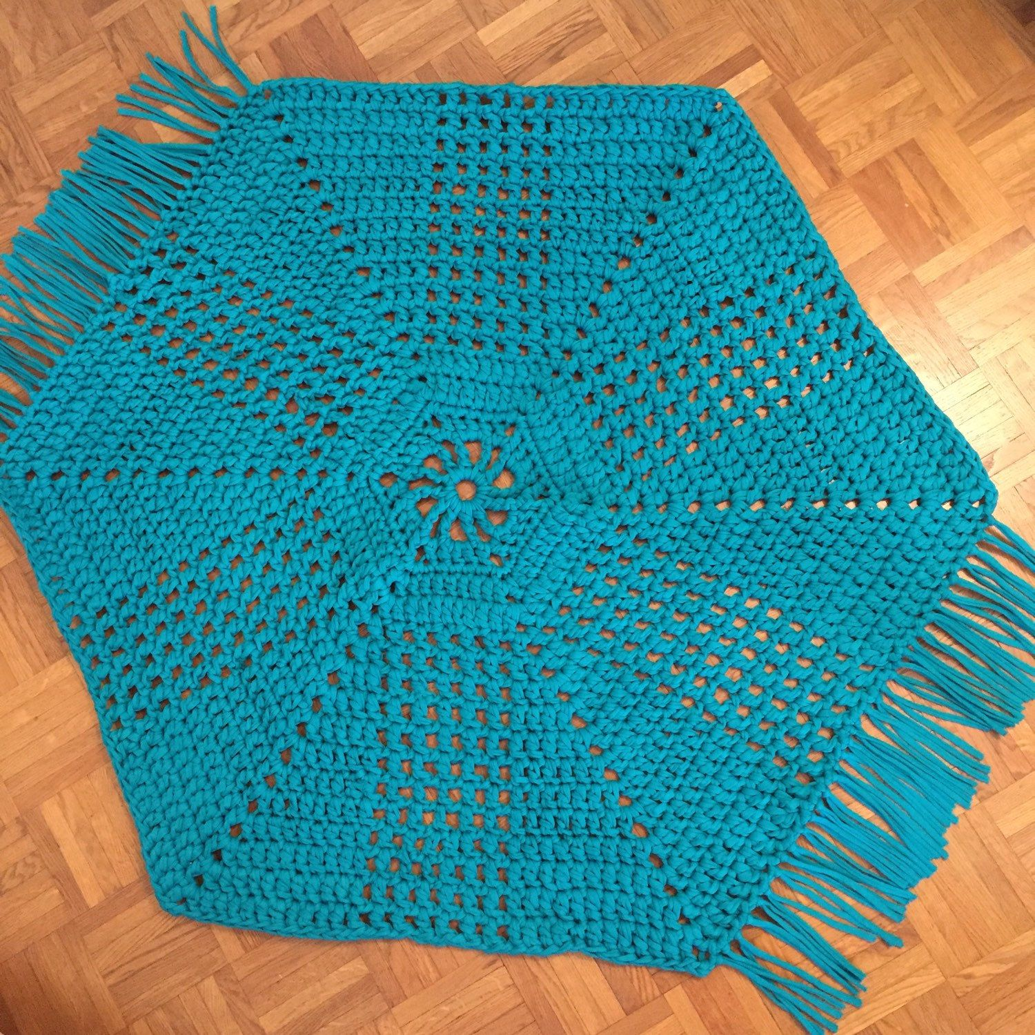 This KOTHAR rug was specially made larger (1m diameter) and in teal to match its new owner's dream✨