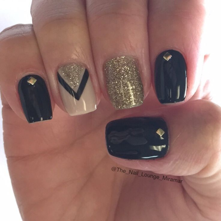 Cool Black Gold Glitter Gel Nail Art Design
