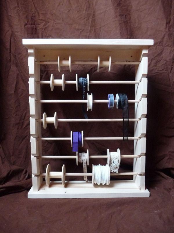 présentoir à rubans et bobines de fils pour les couturières - tour a bois fait maison