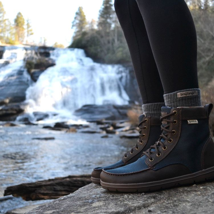 - Description - Features - Sizing - Resources The Boulder Boot is a minimalist boot that supports natural foot health. This versatile and lightweight boot is flat from heel to toe, possesses a toe box