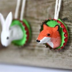 Create these pretty spring ornaments using paper clay, felt and paper clay (tutorial in Swedish and English).