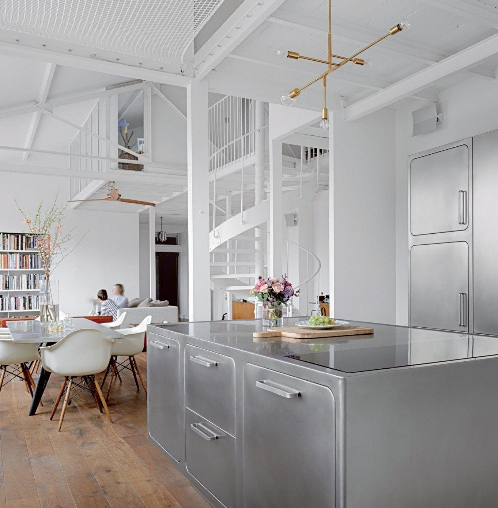 Spazio, rigore, design. In quest\'appartamento parigino, abitato da ...