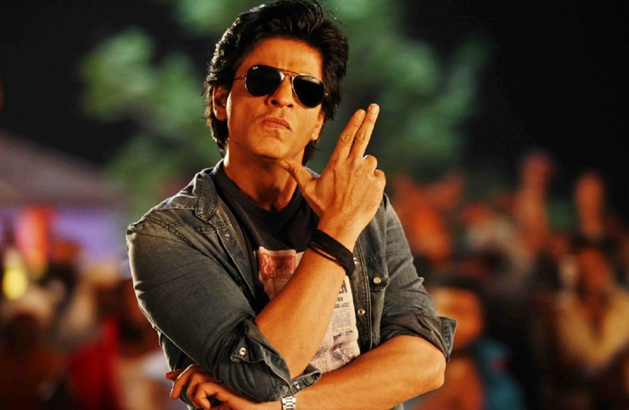Shah Rukh Khan ACCIDENTALLY shared his private mobile pics and