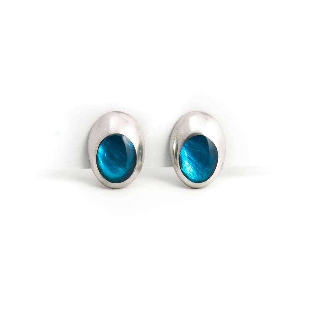 Culture Mix Turquoise oorbellen clips met metaal, parelmoer en natuurhars