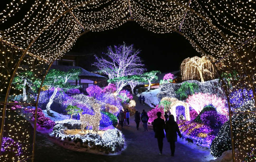 News From California The Nation And World Los Angeles Times Christmas Lights Christmas Pictures Merry Christmas Pictures