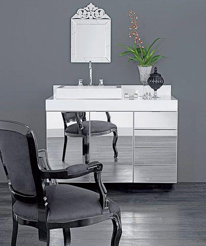 Tok&Stok Banheiro O lavabo merece requinte: use os módulos espelhados Yep para impressionar as visitas.