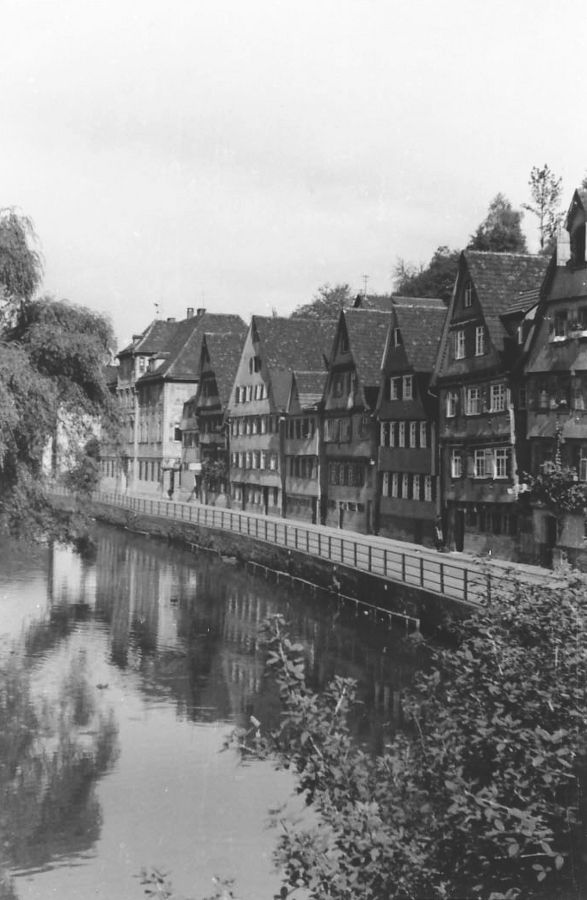 Line of houses fronting onto the Nagold in Calw, Germany, 1932, Martin Hesse https://alllthebooks.wordpress.com/2014/11/19/the-interrupted-class/