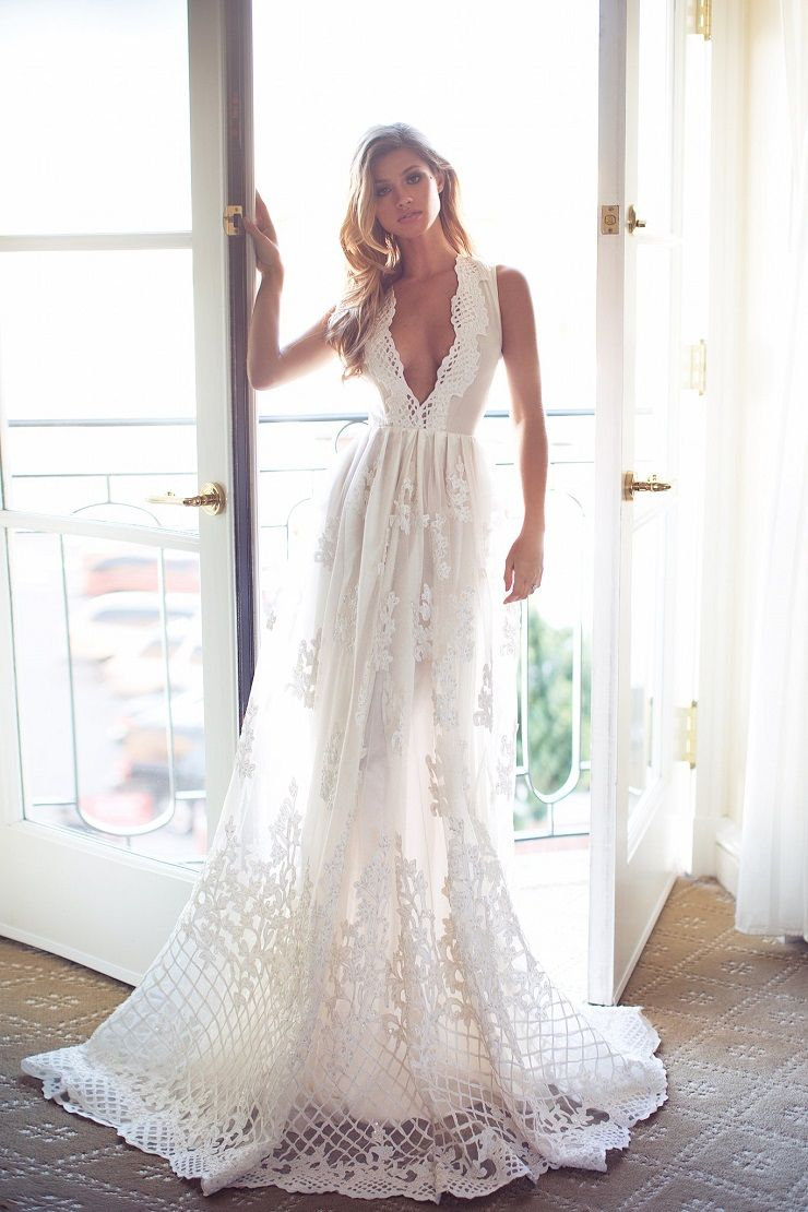 beautiful Plunging Neckline Wedding Dress - Sexy Plunging Neckline Wedding Dress | itakeyou.co.uk #weddingdress #wedding #weddinggown #wedinggowns #bridalgown #bride #weddingdresses #vneck #plungingneckline