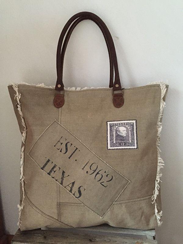 e1675b5fed6 Stoere ruime shopper met zegel en vintage rafel Carnvas tas met lederen  hengsels van Colmore by
