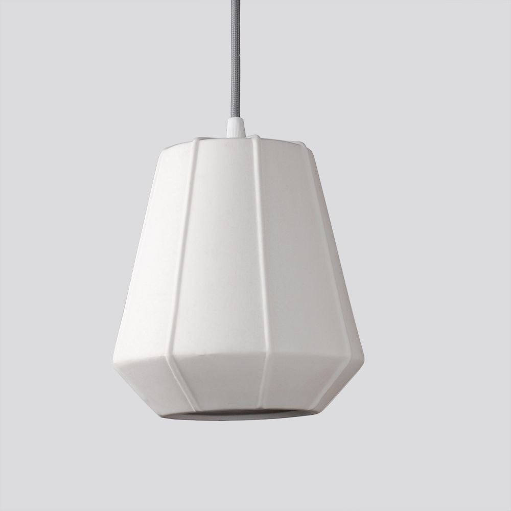 Emily Kleine Pendelleuchte Mit Porzellanschirm Pendelleuchte Design Leuchten Leuchten