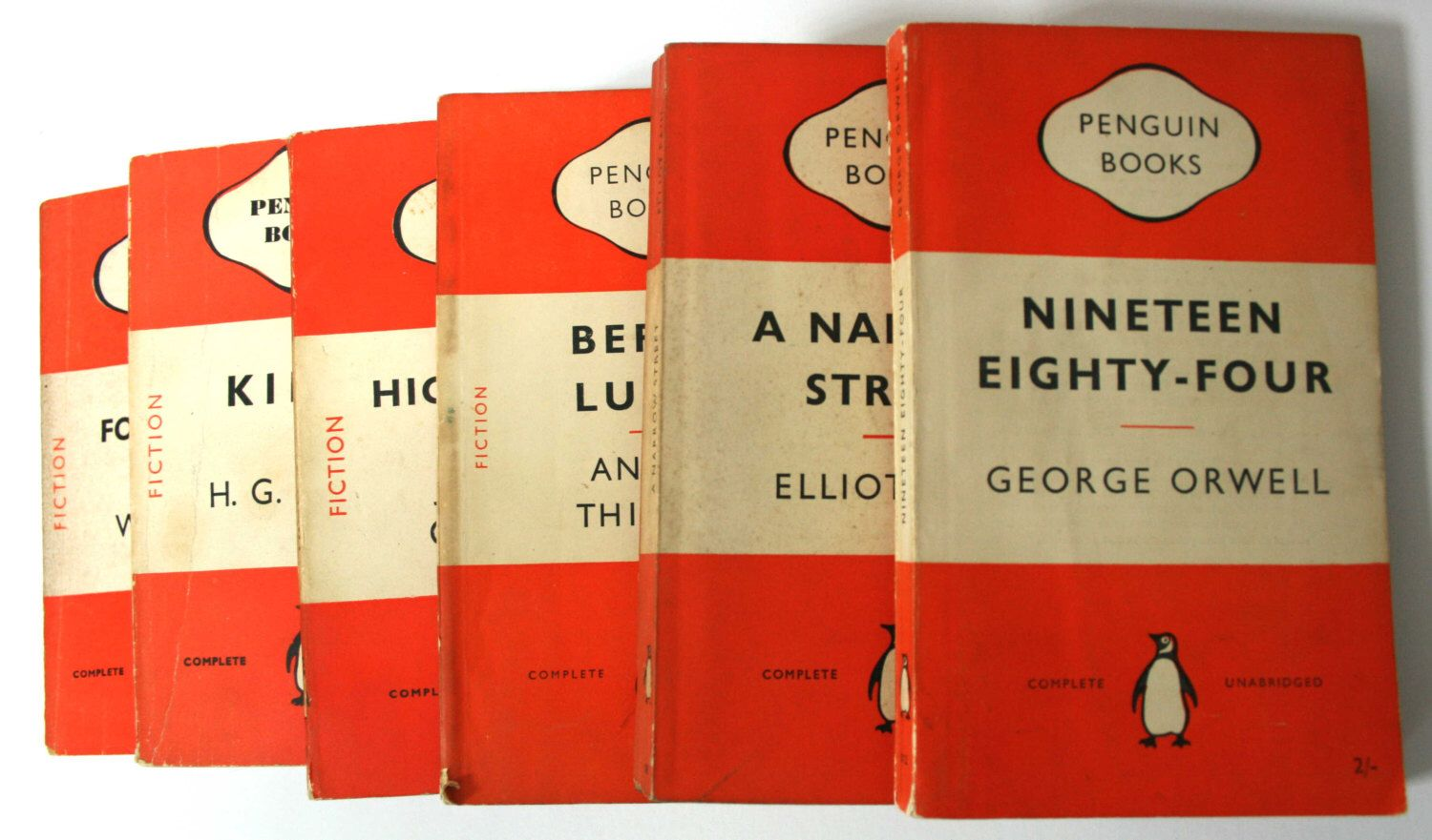 1000 Decorative Vintage Penguin paperbacks - Pallet of books by WorldofRareBooks on Etsy https://www.etsy.com/listing/188810299/1000-decorative-vintage-penguin