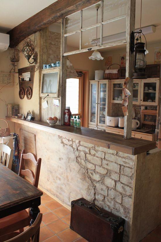 可愛いカフェ窓があるおしゃれなキッチン 参考事例画像 カフェ風