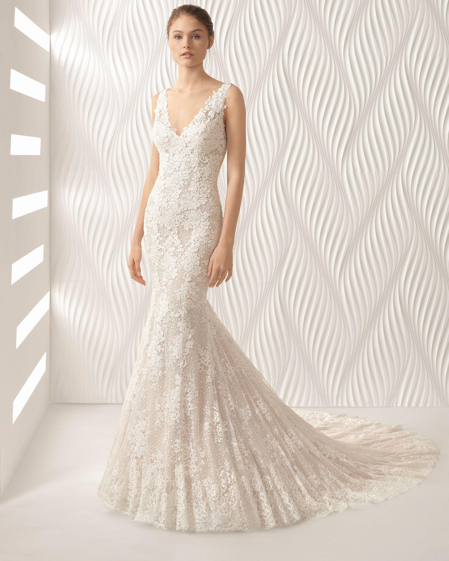 f5a33e13cdb0 ADELA - Mermaid-style lace wedding dress with V-neckline. 2018 Rosa Clará