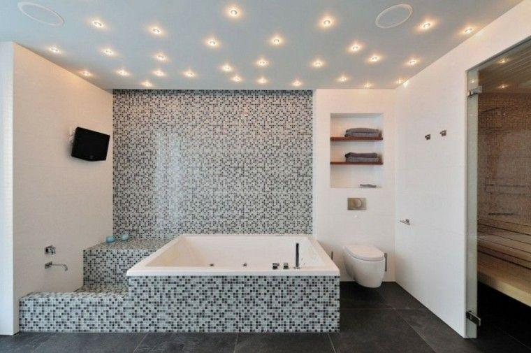 Badezimmerdecke Malerei Und Stil In 40 Ideen Plafond Salle De Bain Idee Salle De Bain Idees Baignoire