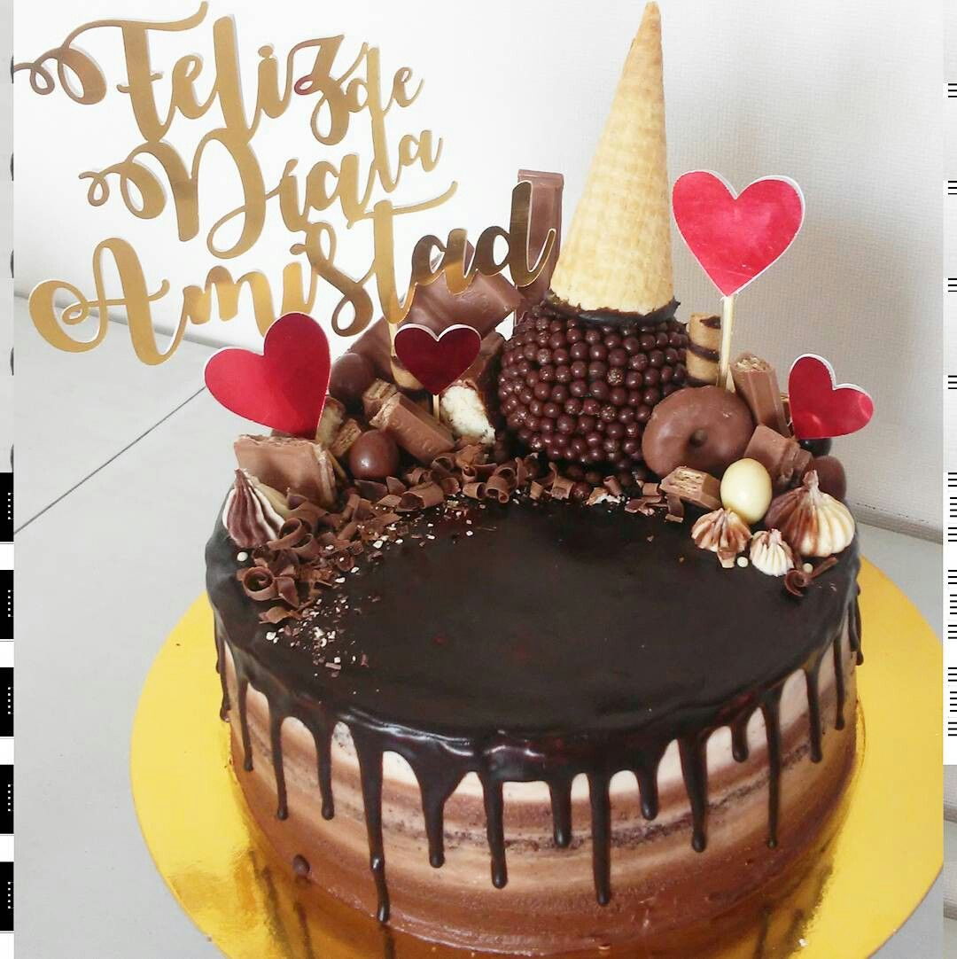 Ice Cream Cake Con Nutella Decorada Con Chocolates Prstigio Milka Kitkat Pirulin Bombones Donuts Drip Cakes Cake Anniversary Cake