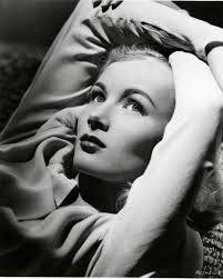 Veronica Lake http://en.wikipedia.org/wiki/Veronica_Lake #filmnoir #femmefatale #veronicalake #silverscreen #glasskey #thisgunisforhire #bluedahlia #blond #bombshell