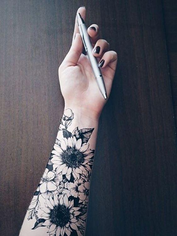 Tatuagens femininas no braço girassóis