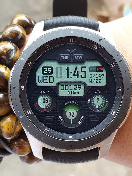 A realistic digital watch face for all round Samsung