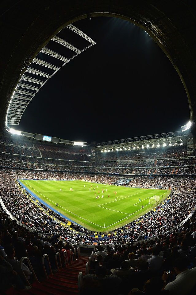 Santiago bernabeu at night soccer pinterest santiago for Puerta 4 santiago bernabeu
