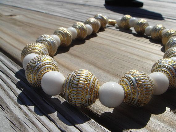 lisajaydesigns.etsy.com   White and Gold chunky necklace