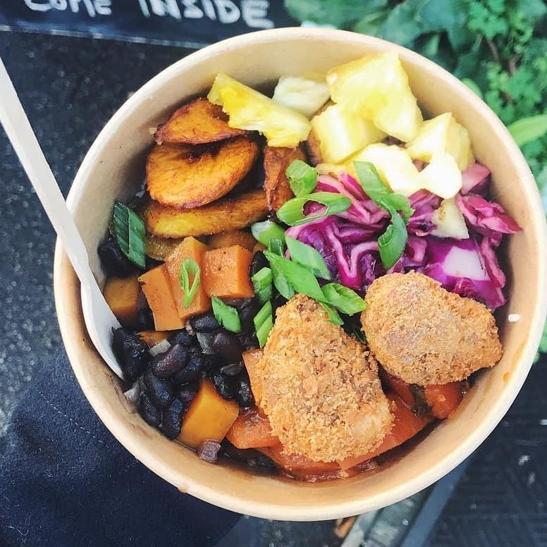 Throw back Saturday to that time when @yesitsallvegan bought my rice bowl for lunch whilst I traded @hornbeam_cafe, thanks for the picture!! Its Notting Hill Carnival tomorrow, come skip the crowds and celebrate with me @walthamstowsundaysocial I'll still have deep fried seitan and Jackfruit Drumsticks, . . .