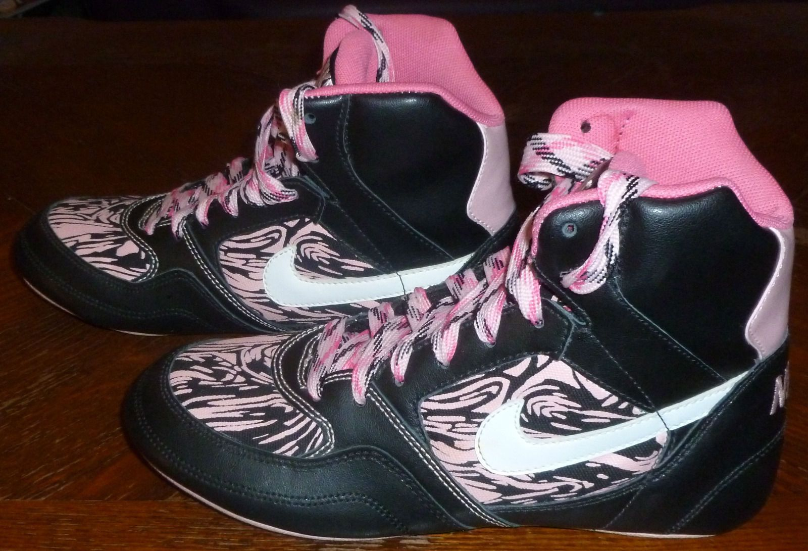 Nike Athletic Shoes Size 7 for Women
