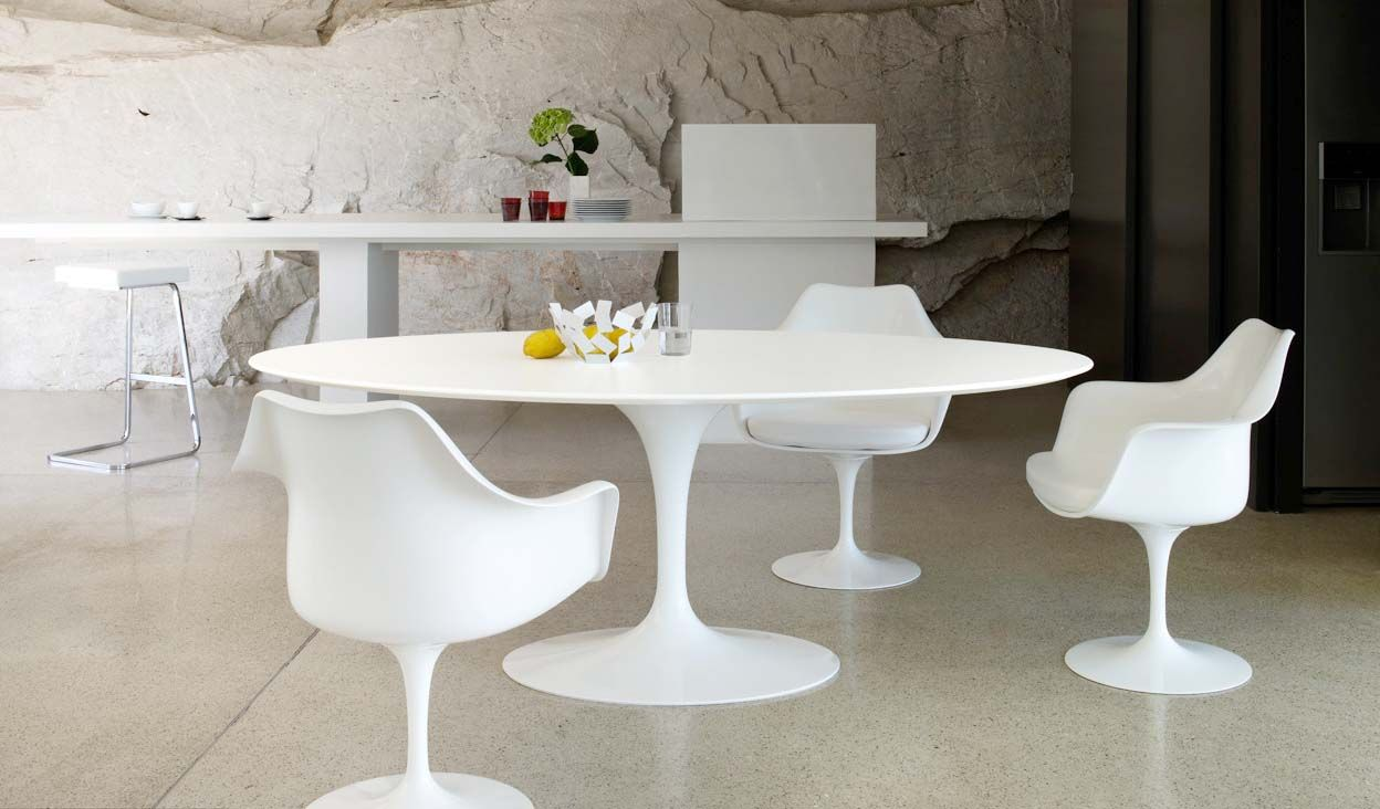 Saarinen dining table and tulip arm chairs are the perfect modern