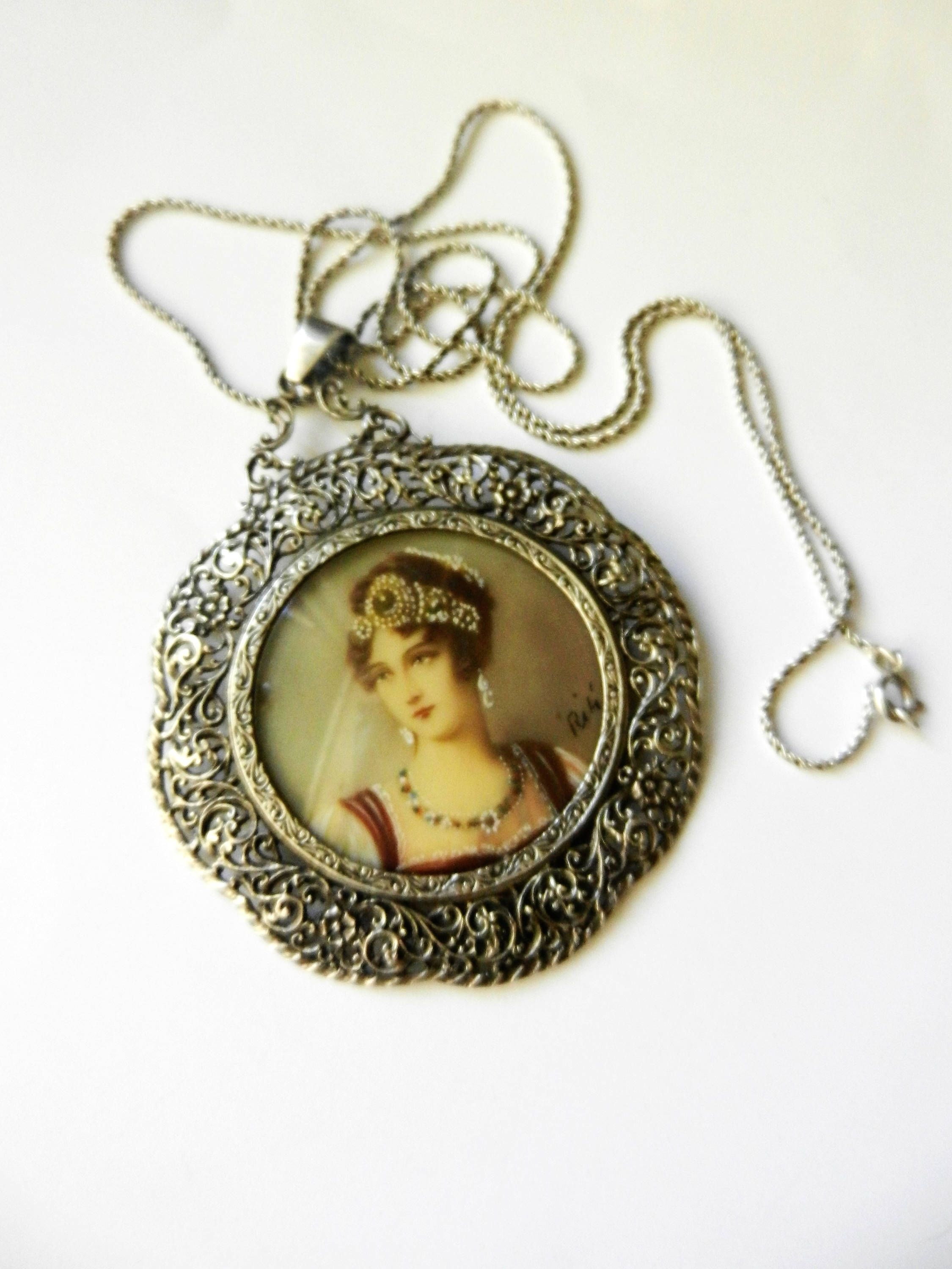 RESERVED Vintage 1970/'s Solid Silver Small Oval Locket And Chain The Front Being Set With Mother Of Pear And A Central Silver Heart