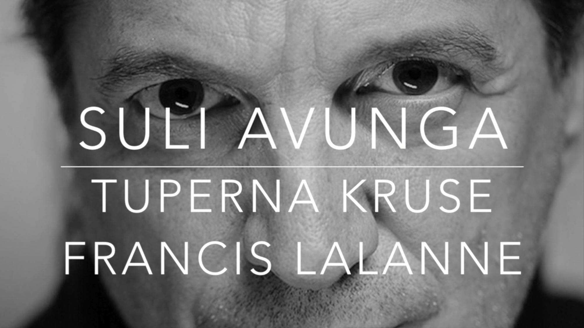 En avril 2014 Francis Lalanne a déjà commencé le Cyber Tour au Groenland en rencontrant ses homologues la chanson Suli Avunga a été créée