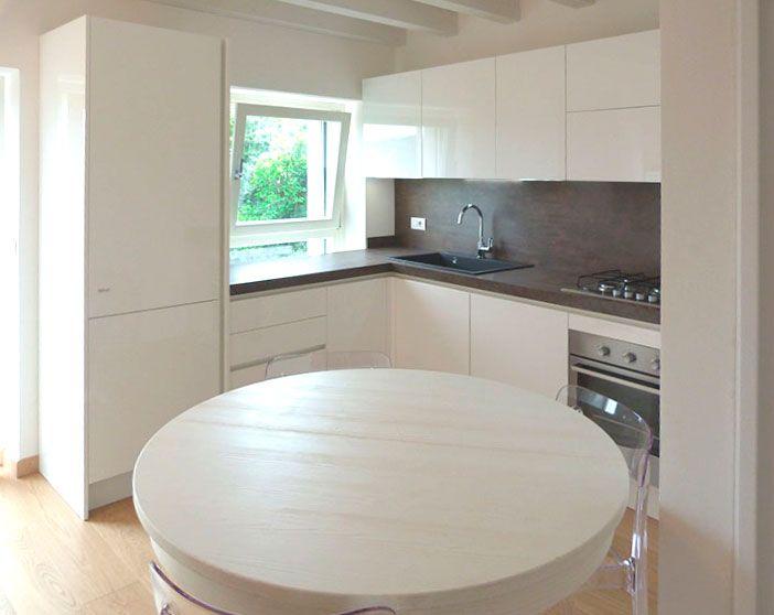 Nuova realizzazione cucina febal con gola laccata lucida - Cucina bianca e legno ...