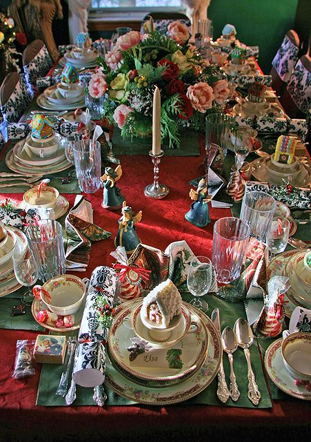 Gorgeous Holiday Tablescape! Love the little angels!!