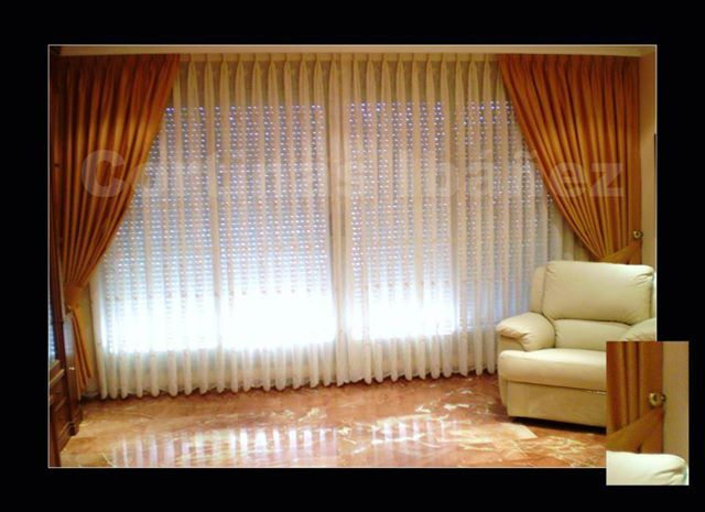 Foto cortinas tradicionales con caidas estrechas y - Cortinas con riel ...