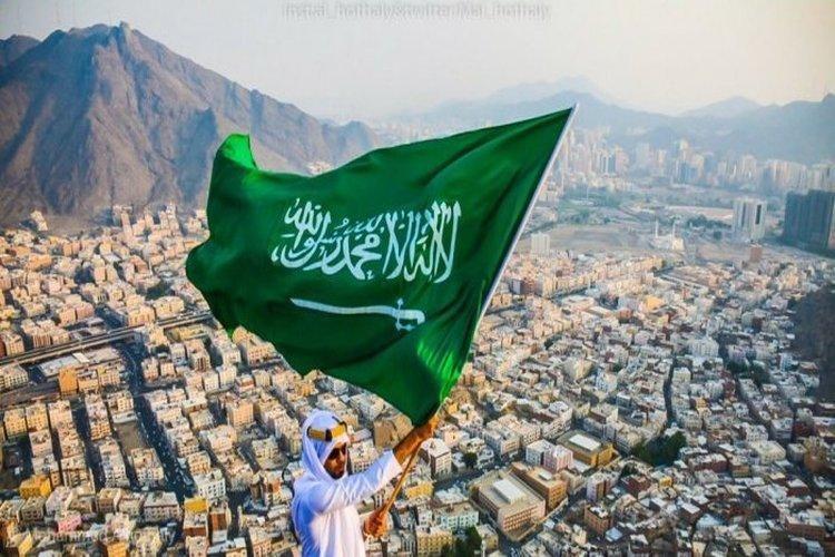 اليوم الوطني السعودي الـ88 احتفالات ومحطات هامة بتاريخ المملكة فيديو نشوان نيوز Saudi Arabia Flag Photo Flower Doodles