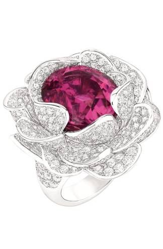 CAMÉLIA COROLLE RING~18-karat white gold set with diamonds and pink tourmaline.