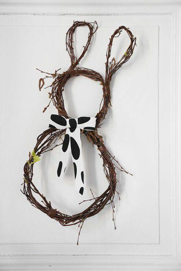osterkranz basteln und den eingangsbereich geschmackvoll dekorieren deko basteleien. Black Bedroom Furniture Sets. Home Design Ideas