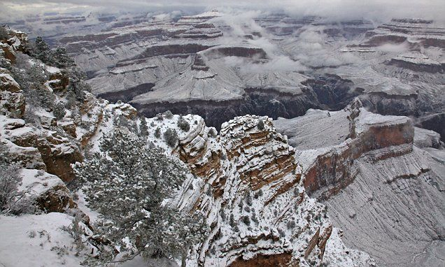 Crazy Weather Out West Grand Canyon Blanketed In Snow Las