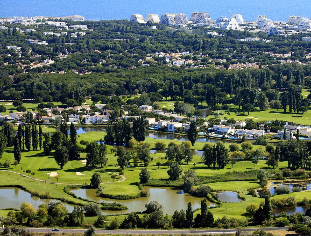 Vue Aerienne Du Golf De La Grande Motte Jusqu A La Mer Avec Images La Grande Motte Villa Office De Tourisme