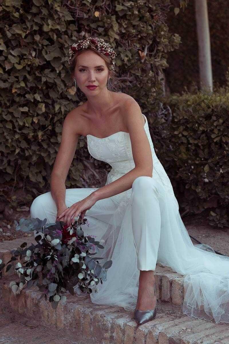 Catálogo de novia 2019 de la mano de Martha Peters - Hoy os presentamos  esta espectacular 7ab0ababa4ad