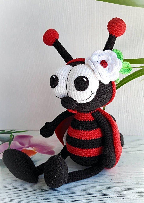 Amigurumi doll in ladybug costume | Crochet doll pattern, Crochet ... | 1112x794