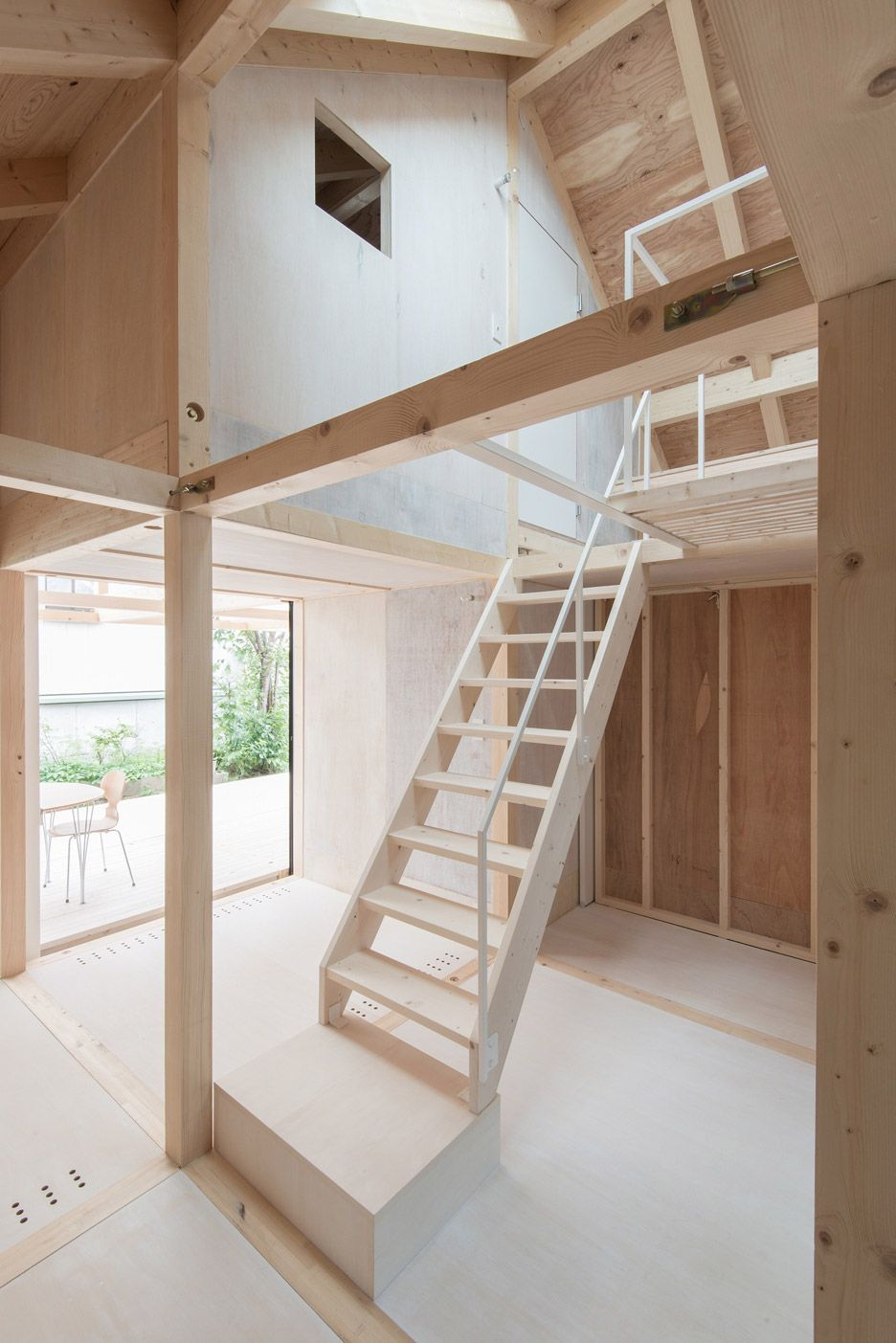 House In Skinkawa By Yoshichika Takagi Casas Prefabricadas De  ~ Escaleras Prefabricadas De Madera