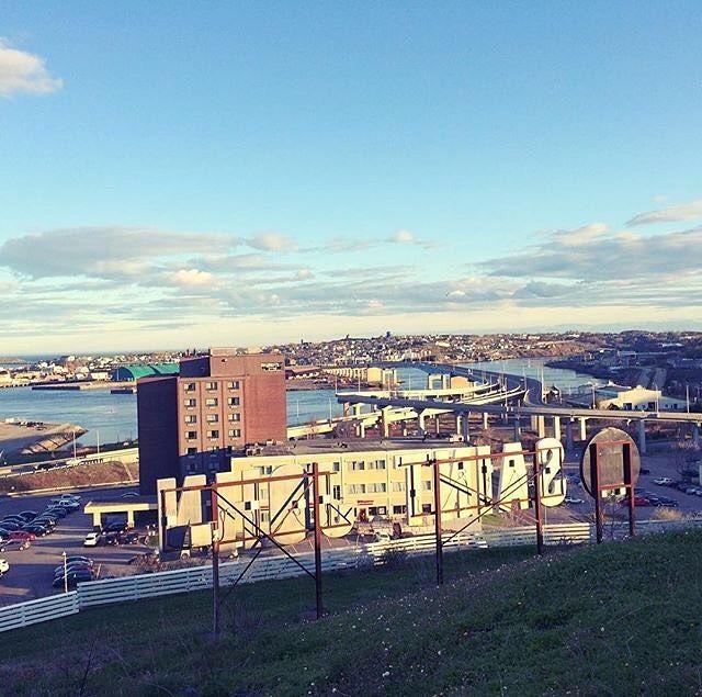 from @maritimelover  Behind the Saint John sign. . . #forthowe #cityscape #saintawesome #lovesaintjohn #explorenb #spring