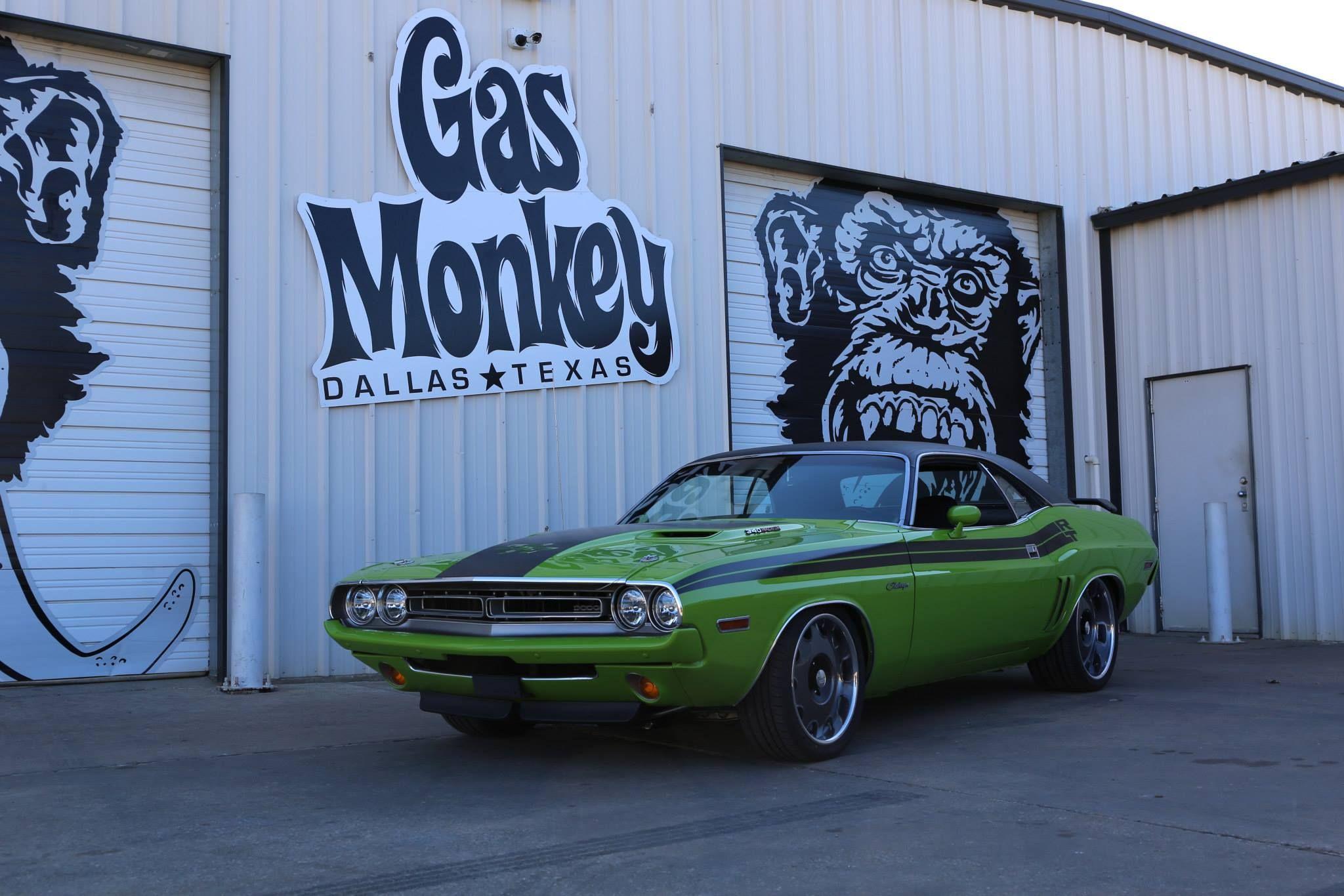 gas monkey garage 1971 dodge challenger with a 2015 6 4l. Black Bedroom Furniture Sets. Home Design Ideas