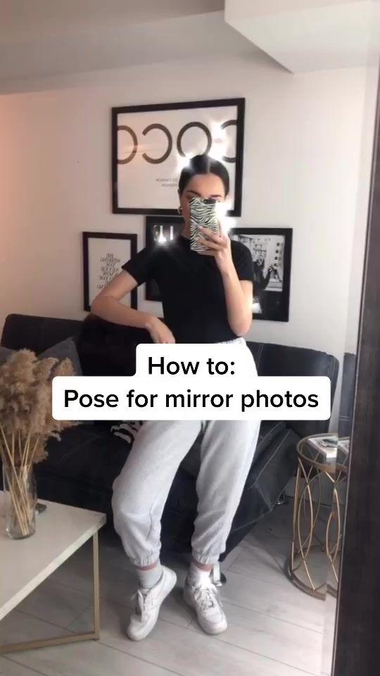 How to take mirror photos 🖤 #howtopose #poseideas
