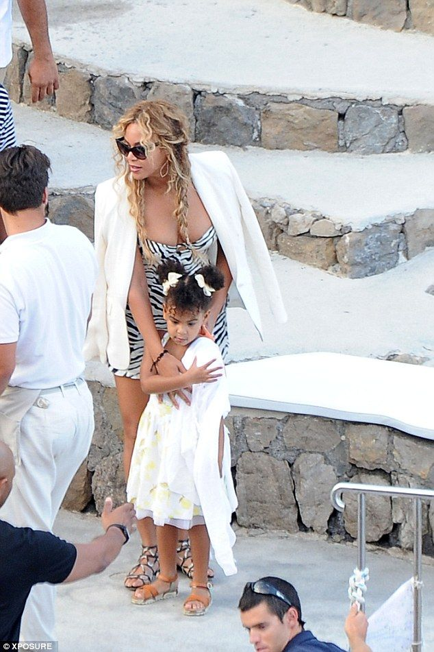 Beyonce Shows Off Her Curves In Zebra Print Mini Dress Beyonce Show Blue Ivy Beyonce