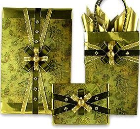 #Christmas gift #wrapping ideas ToniK ⓦⓡⓐⓟ ⓘⓣ ⓤⓟ #DIY #crafts green giftdecorating.com